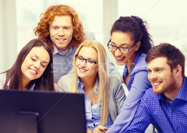 улыбаясь бизнес-команды глядя Компьютерный монитор бизнеса служба Сток-фото © dolgachov