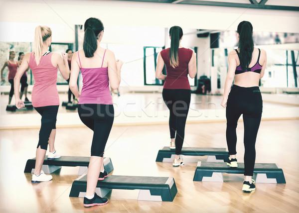 Gruppo sorridere persone aerobica fitness sport Foto d'archivio © dolgachov
