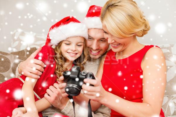 Famiglia felice fotocamera digitale home Natale vacanze tecnologia Foto d'archivio © dolgachov