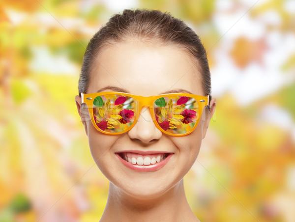 Cara feliz gafas de sol temporada personas hojas de otoño Foto stock © dolgachov