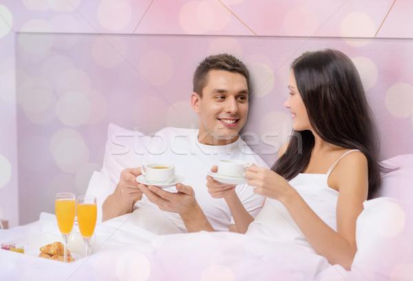 Сток-фото: счастливым · пару · завтрак · кровать · отель · отпуск