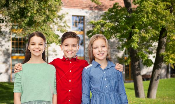Boldog gyerekek ölel nyár kampusz gyermekkor Stock fotó © dolgachov