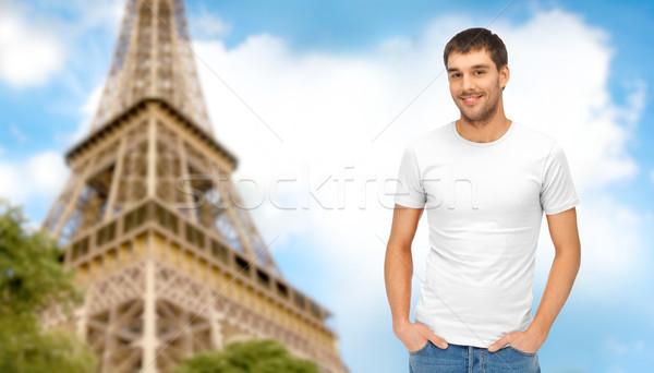 Szczęśliwy człowiek biały tshirt Wieża Eiffla podróży Zdjęcia stock © dolgachov