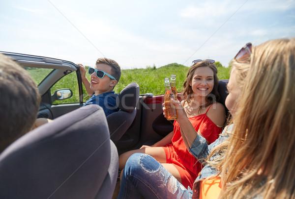 Feliz amigos conducción cabriolé coche cerveza Foto stock © dolgachov