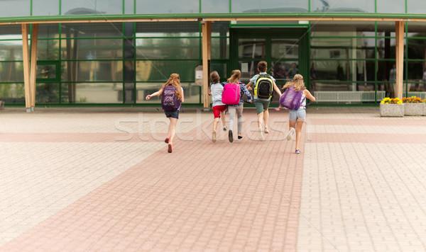 Csoport boldog általános iskola diákok fut elsődleges Stock fotó © dolgachov