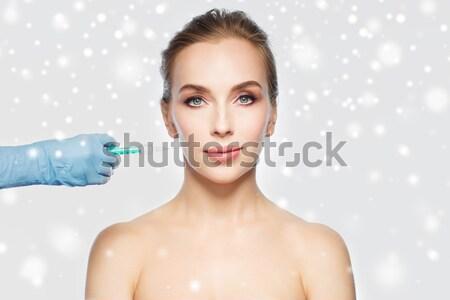 Mulher sobrancelha escove banheiro beleza compensar Foto stock © dolgachov