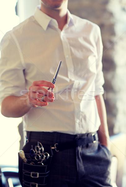 Homme styliste ciseaux salon beauté Photo stock © dolgachov