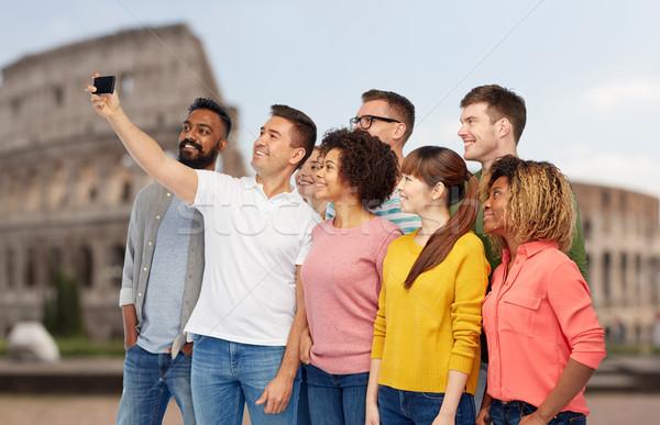 Zdjęcia stock: Grupy · ludzi · smartphone · podróży · turystyki · różnorodności