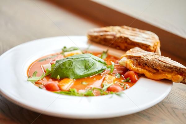 Zupa chleba jedzenie w restauracji obiedzie kulinarny Zdjęcia stock © dolgachov