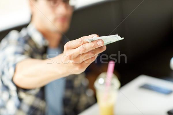 Boldog férfi pénz pénz fizet kávézó Stock fotó © dolgachov