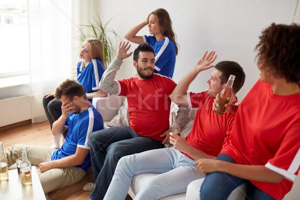 Freunde Fußball Fans beobachten Fußball home Stock foto © dolgachov