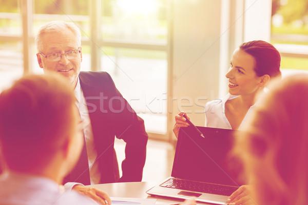 Сток-фото: деловые · люди · ноутбука · заседание · служба · технологий · бизнес-команды