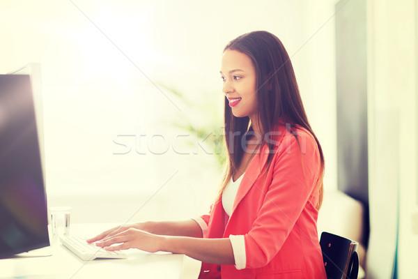Photo stock: Heureux · africaine · ordinateur · femme · bureau · affaires · démarrage
