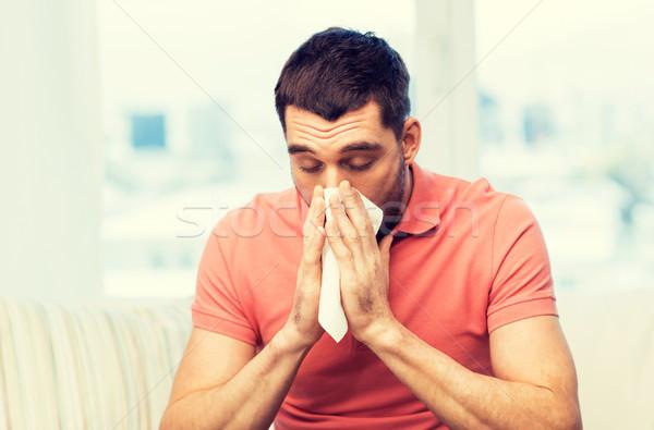 Malade homme moucher papier serviette maison Photo stock © dolgachov