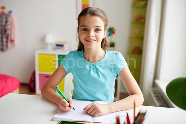 Foto stock: Niña · feliz · escrito · cuaderno · casa · personas · ninos