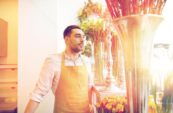 Fleuriste homme vendeur personnes vente Photo stock © dolgachov