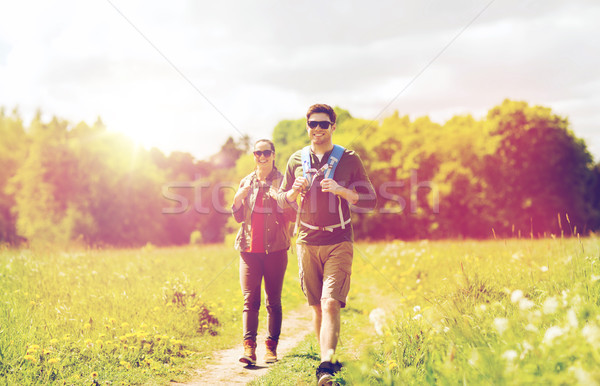Feliz Pareja senderismo aire libre viaje turismo Foto stock © dolgachov