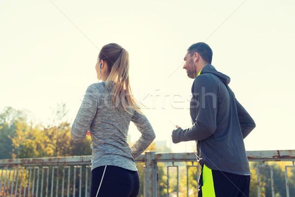 Boldog pár fülhallgató fut kint fitnessz Stock fotó © dolgachov
