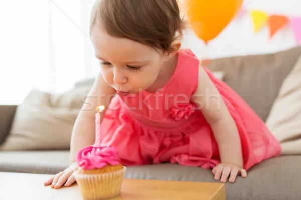 Lány fúj gyertya minitorta születésnap gyermekkor Stock fotó © dolgachov