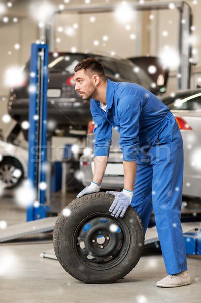 Automechaniker Auto Reifen Workshop Service Reparatur Stock foto © dolgachov
