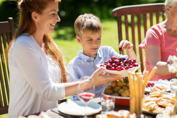 Familia feliz cena verano fiesta en el jardín ocio vacaciones Foto stock © dolgachov
