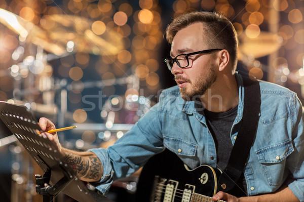 Férfi gitár ír zene könyv stúdió Stock fotó © dolgachov