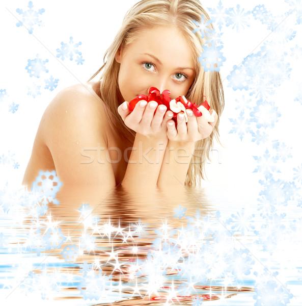 Blond rozenblaadjes sneeuwvlokken water bloemen steeg Stockfoto © dolgachov