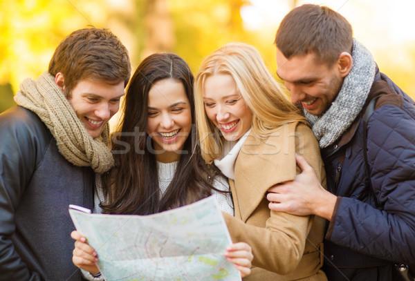 Coppie turistica mappa autunno parco vacanze Foto d'archivio © dolgachov