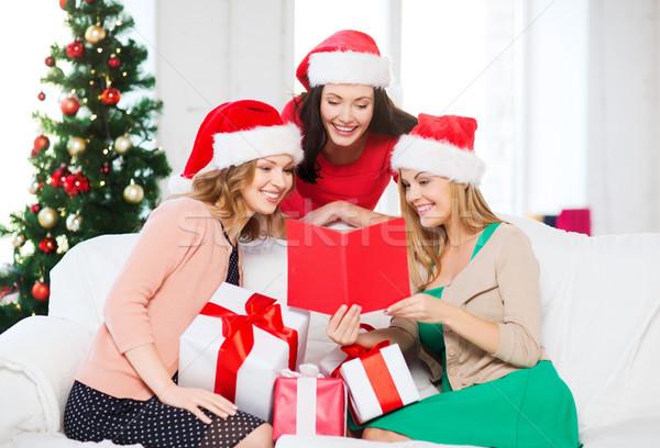 Kadın yardımcı kart hediyeler Stok fotoğraf © dolgachov