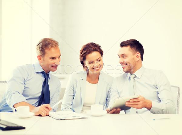 Stock fotó: üzleti · csapat · szórakozás · táblagép · iroda · boldog · üzlet