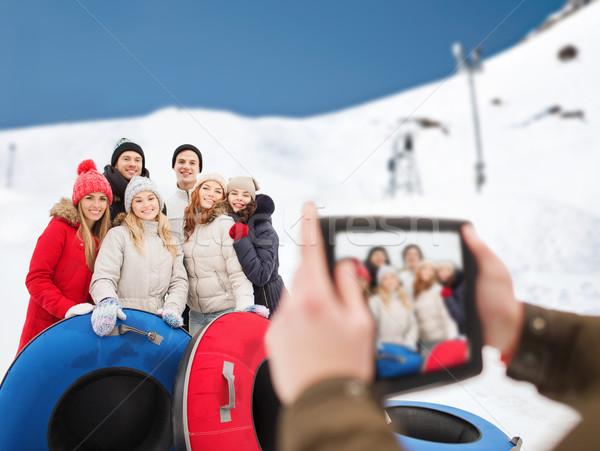 Uśmiechnięty znajomych śniegu zimą Zdjęcia stock © dolgachov