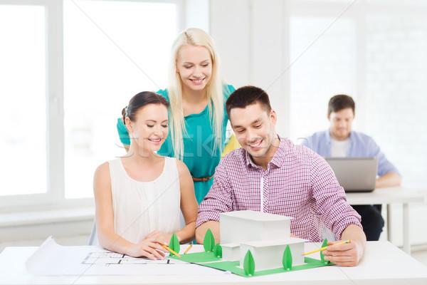 Stockfoto: Glimlachend · werken · kantoor · startup · onderwijs · architectuur