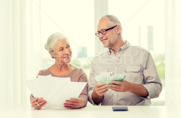 Stock fotó: Idős · pár · pénz · számológép · otthon · család · megtakarított · pénz