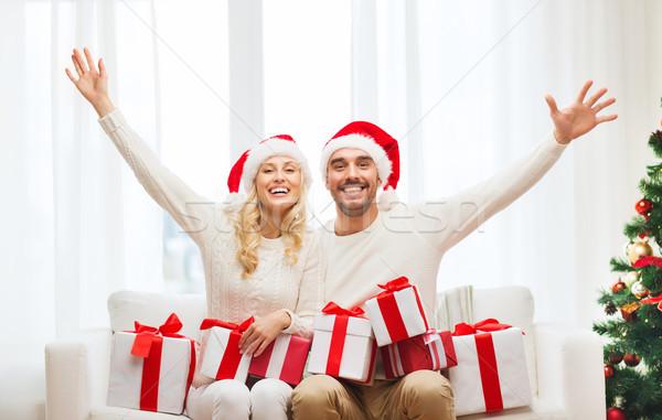 Foto stock: Feliz · Pareja · casa · Navidad · cajas · de · regalo · vacaciones