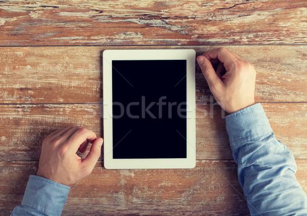 Stock fotó: Közelkép · férfi · kezek · táblagép · asztal · üzlet