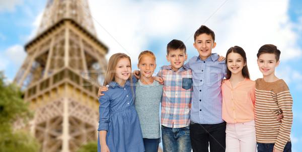 Boldog mosolyog gyerekek ölel Eiffel-torony gyermekkor Stock fotó © dolgachov
