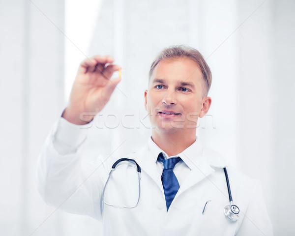 Médecin comprimé hôpital santé médicaux Photo stock © dolgachov