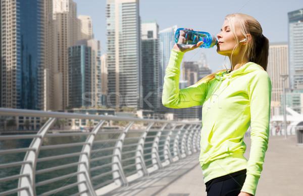 женщину питьевая вода спортивных улице фитнес спорт Сток-фото © dolgachov