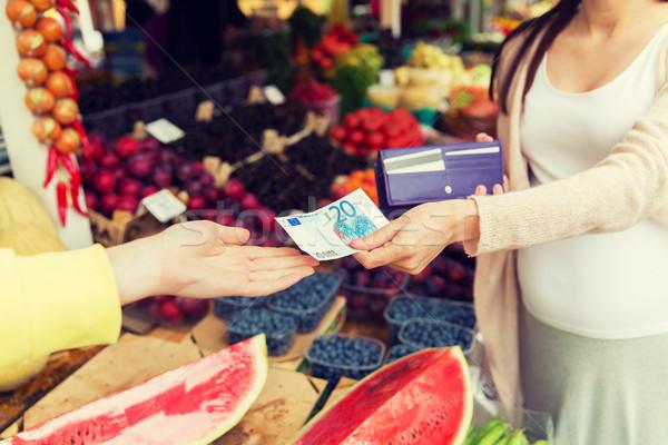 беременная женщина бумажник покупке продовольствие рынке продажи Сток-фото © dolgachov