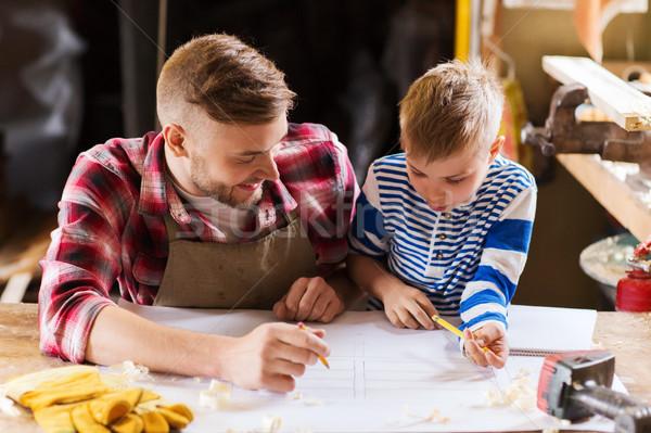 Fericit tata fiu plan atelier familie dulgherie Imagine de stoc © dolgachov
