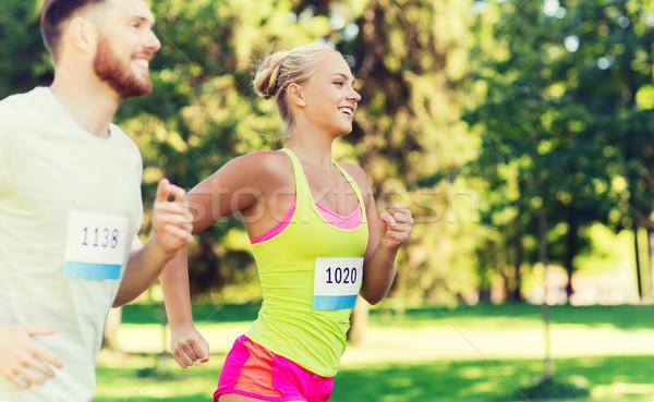 Gelukkig paar racing badge nummers fitness Stockfoto © dolgachov