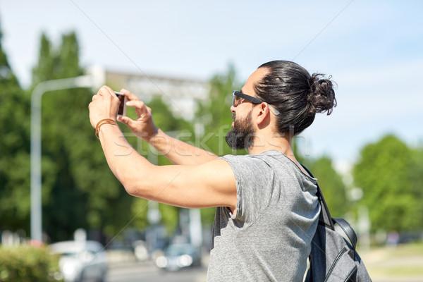 Człowiek zdjęcie smartphone wypoczynku Zdjęcia stock © dolgachov