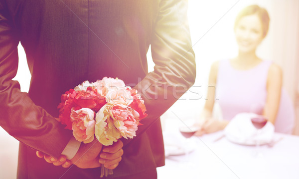 человека сокрытие цветы за женщину Сток-фото © dolgachov