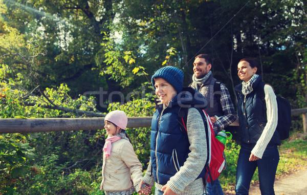 幸せな家族 ハイキング 森 冒険 旅行 観光 ストックフォト © dolgachov