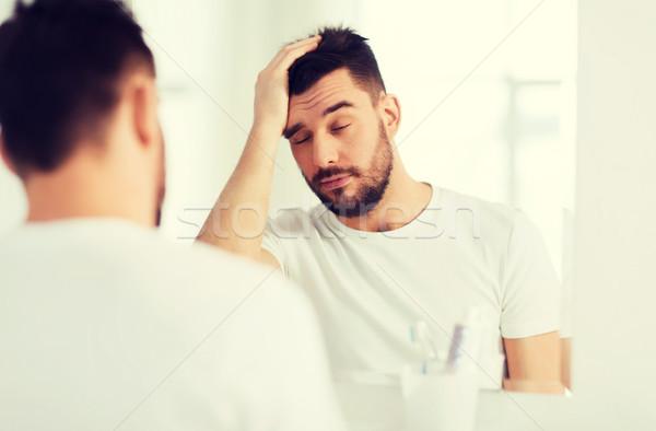 Senny młody człowiek lustra łazienka rano budzenie Zdjęcia stock © dolgachov