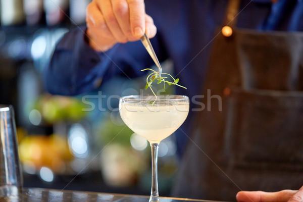 Barman glas cocktail bar alcohol dranken Stockfoto © dolgachov