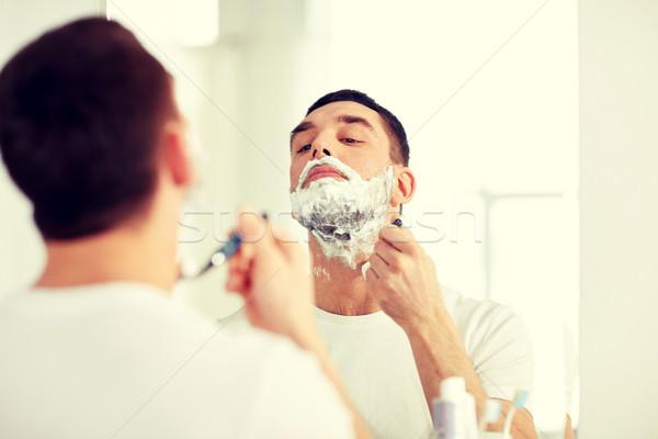 Férfi szakáll borotva penge fürdőszoba szépség Stock fotó © dolgachov