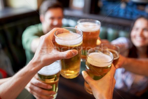 Boldog barátok iszik sör bár kocsma Stock fotó © dolgachov