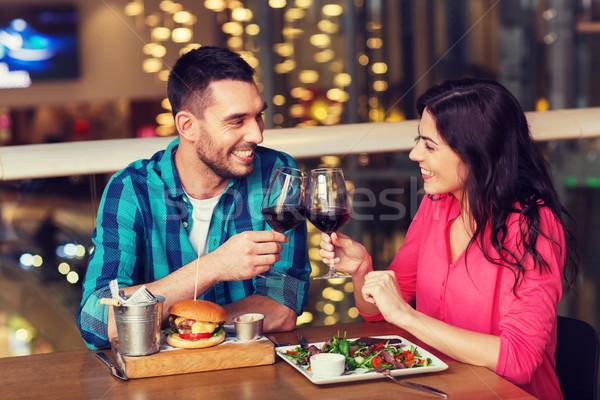 Feliz Pareja comedor beber vino restaurante Foto stock © dolgachov