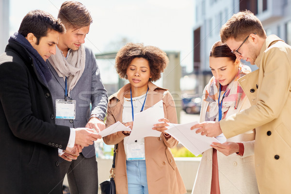 Internationale bedrijfsleven team papieren buitenshuis business onderwijs Stockfoto © dolgachov